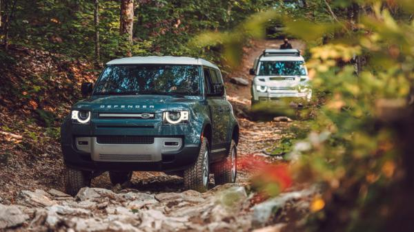 2020 Land Rover Defender blue group off road 2021 - Bảng Giá Xe Land Rover Tháng [hienthithang]/[hienthinam]